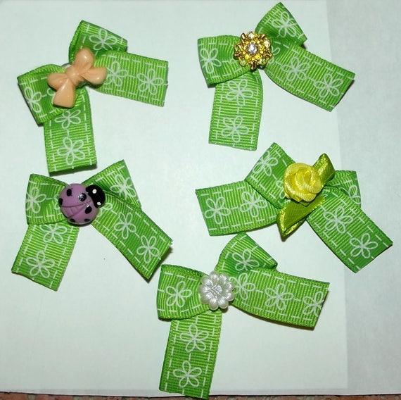 Puppy Bows ~5 green white daisy EVERYDAY BOWS Yorkie Maltese Shih Tzu ~Usa seller (fb81)