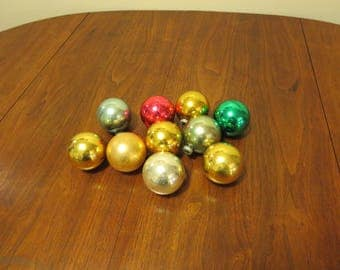 """lot 10 vintage 1950s Shiny Brite glass Christmas tree ornaments decorations gold blue silver red green 2 1/2"""" diameter (11417)"""