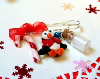 Penguin brooch * Christmas edition * made of polymer clay