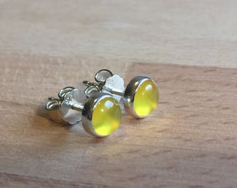 Stud earrings with yellow onyx