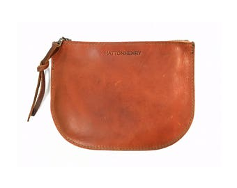 LUNA POUCH Saddle Brown • Oil Tanned Leather Case