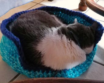 Pet bed, handmade cat bed, crochet dog bed, small pet bed