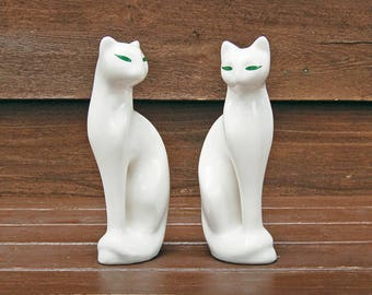 White Cat Figurines, Tall Cat Figurine, Vintage Decoration, Cat Collectibles, Vintage Ceramic Cat, Made in Brazil