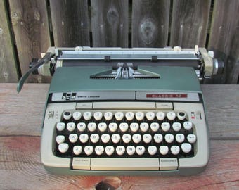 Vintage 1960's Green Smith Corona Classic 12 Manual Typewriter
