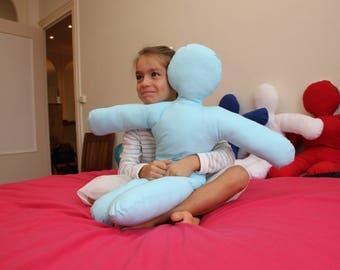 L'ami-coussin en forme de bonhomme Little Mrteddyman  couleur bleu lagon