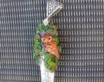 Crystal resin with OWL pendant