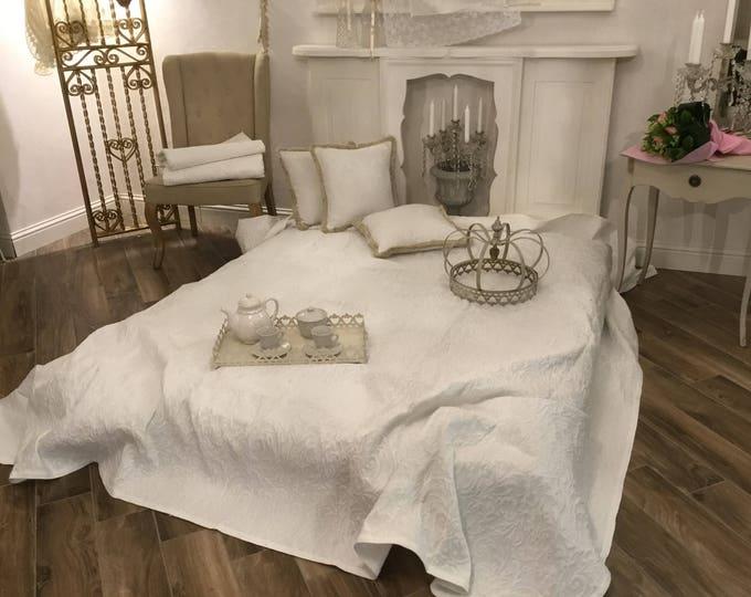 "Cotton Piquet bedspread ""the Volutes"""