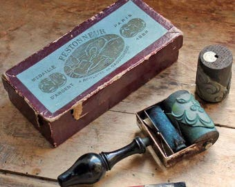 vintage / antique stamp roller for embroidery / end of 19th century lace border stamps / Festonner Paris