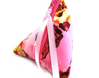 "Gift-wrapped in imitation and ""Velvet flowers"" fabric purse"