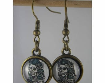 Boucles049 - Skull cabochon and bronze studs earrings