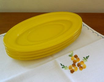Pyrex Oval Saucers/Side Dishes/Hors d'oeuvre Yellow x 4