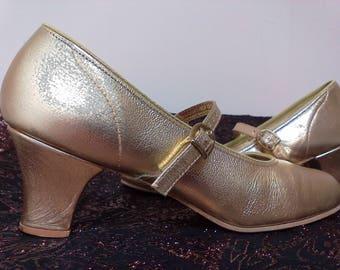 Pair Of Vintage Gold Ladies Dress Dance Shoes Gold Formal Shoes Ballroom Dance Shoes Tap Shoes Prom Shoes Wedding Shoes