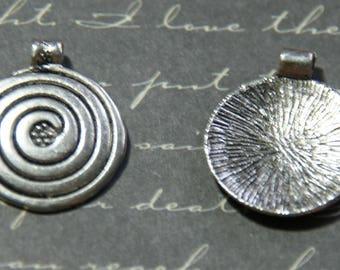 Silver spiral round pendant