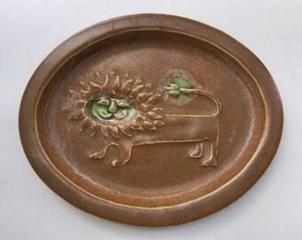 Charming Bennington Pottery Lion Plaque