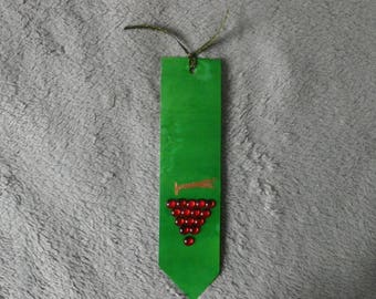 "bookmarks in silk ""harvest collection"" green grapes rouges@evysoie"