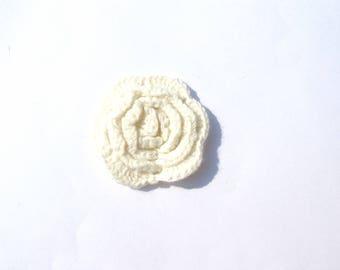 ROUND WHITE CROCHET FLOWER BREAKS 3 CM