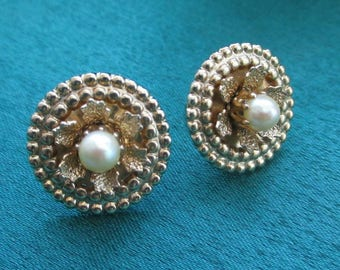 Dainty faux Pearl stud EARRINGS Gold Tone leaves leaf Circle button pierced screw on unusual closure butterfly backing fashion vintage small