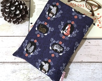Forest Book Buddy, Woodland Book Pouch, Navy Hardback Paperback Sleeve, Padded Book Bag, Animal Reader Pocket, Bookish Gift