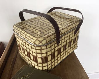 Vintage METAL PICNIC BASKET, Weave Pattern, Tin 1950s Picnic Basket, Yellow Basket, Metal Storage, Retro Camping