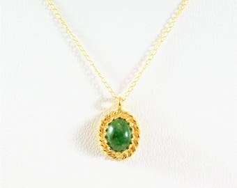 Lovely Vintage 14k Gold Oval Jade Cabochon Pendant Necklace