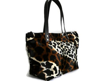 Trendy faux fur handbag, animal print bag, jungle bag, vegan fur bag, fake fur shoulder bag, bag feet, stylish purse, everyday bag