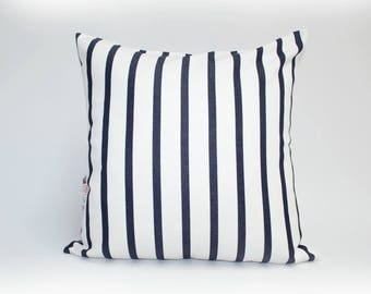 OUTDOOR Pillow cover, decorative cushions in Sunbrella Lido navy with no piping or navy piping (to choose), Sunbrella exterior fabric