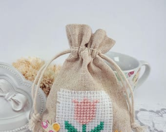 Tulip cross stitch jewelry pouch, textile gift bag, fabric jewelry pouch, beige coins bag with tulip, beige textile pouch, fabric favor bag