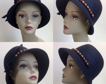 MINT 1930's Inspired Evelyn Varon Navy Blue Straw Cloche Hat with Bead & Ribbon Detail | Size 22