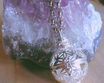 Opening sphere necklace with stones