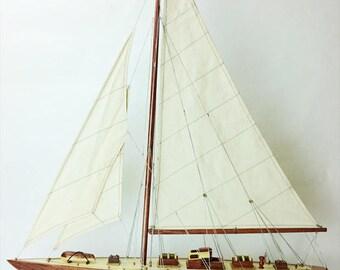 "24"" Endeavour Sailing Boat Model"