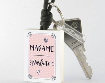 """Porte-Clé en bois collection Madame """"Madame Parfaite"""""""