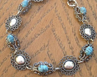 Beau Turquoise and Sterling Silver Bracelet