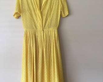 Vintage 50s Unlined Shirtwaist Dress in Yellow Size Small Medium