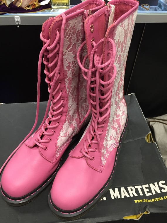 Super Cute Pink and White Lace Doc Martens 14 Hole Women Sz 11 Unworn with Box