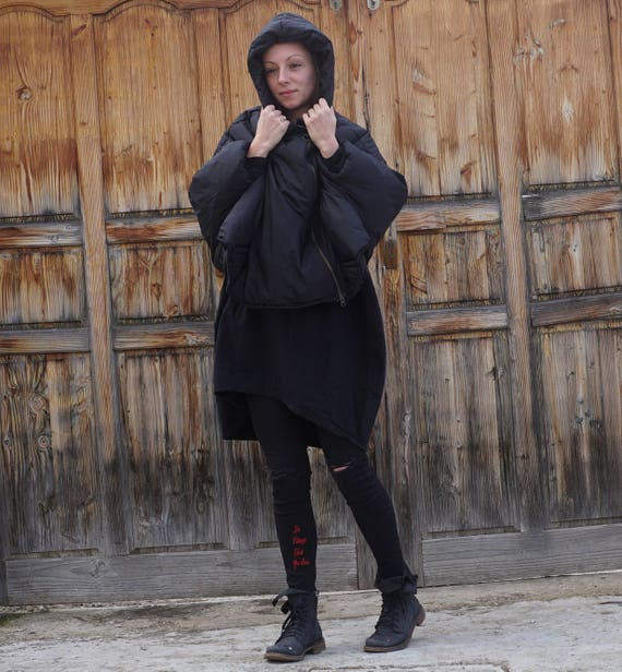 Oversized Short Black Puffer Coat, Spring Autumn Asymmetric Hoodie, Extra Wide Sleeves Waterproof Windproof Hoodie, Extravagant Crop Parka