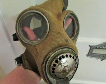 1942 gas mask with tank
