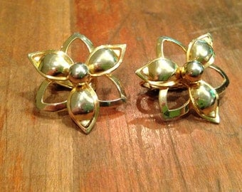 Vintage Gold Toned Sarah Coventry Clip On Earrings