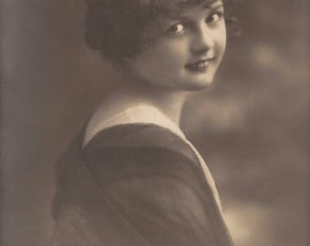 Mysterious Little Girl Beautiful Enigmatic Fancy Portrait… 1919 Original Antique French-German Photo Postcard