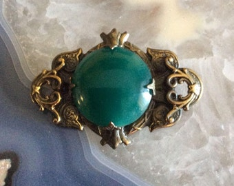 vintage brooch brass set with green stone cabochon victorian style oval prong set