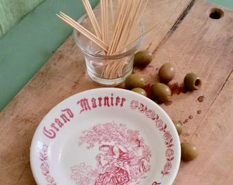 Aperitif Dish, Grand Marnier, Small Dish, Red and White, Bar Service, Small Plate, Illustrated, Scenes of Courtship