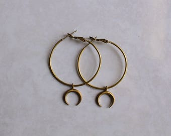 Alicia~Hoop earrning with a half moon~dangle horn earring~crescent moon hoop earring~gold hoop earring~90s earrings~90s hoop earrings~trendy