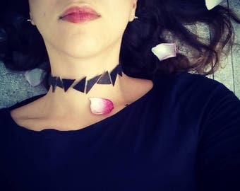 Leather triangles choker