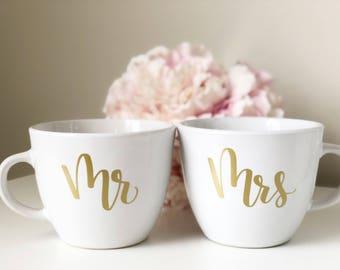 Mr and mrs mug set- bride and groom mug- mr and mrs mug- wifey and hubby mug- wedding day mug- bride mug- mr and mrs gift- engagement gift-