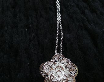 Silver plated flower necklace!