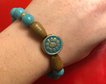 Turquoise and gold medallion stretch bracelet - large