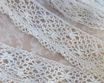 Antique lace trim flower pattern 35mm