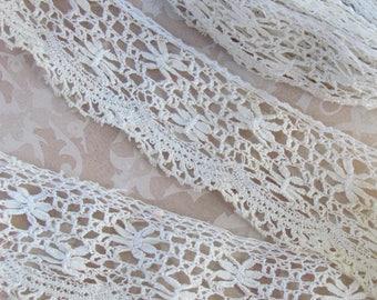 Antique lace trim flower pattern 35mm