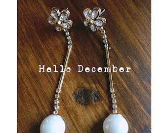 Flower pearl drop gold dangle earrings