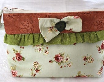 handmade pochette with floreal pattern and ornamental bow