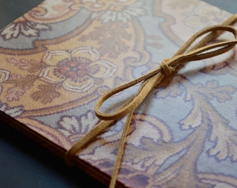 Beautiful photo album with a structure in concertina, made with acid-free materias and covered with paper with Moroccan design.